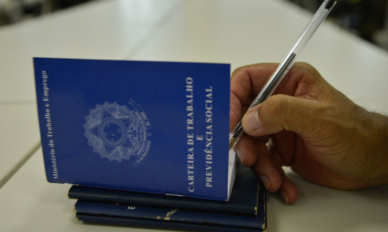 Durante o estado de calamidade pública o contrato de trabalho poderá ser suspenso por até quatro meses - Arquivo/Agência Brasil