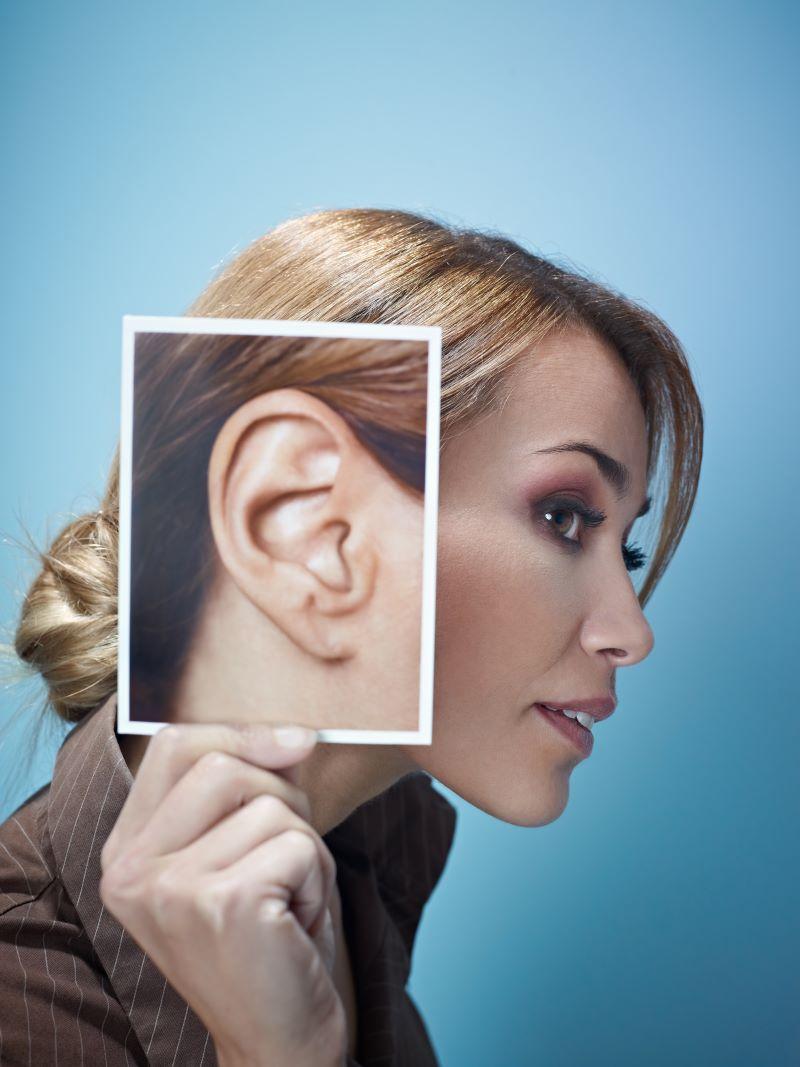 Quem se sente desconfortável com o formato das orelhas pode recorrer ao cirurgião plástico e corrigir o seu problema através da Otoplastia / GB Imagem