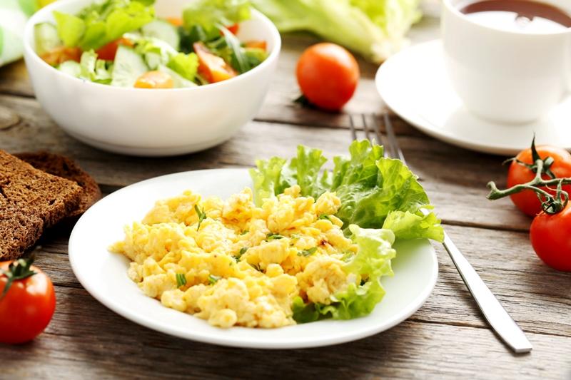 Ovos Mexidos é rico em proteínas e pode ser servido acompanhado de pão; e com arroz branco vale como refeição única / GB Imagem