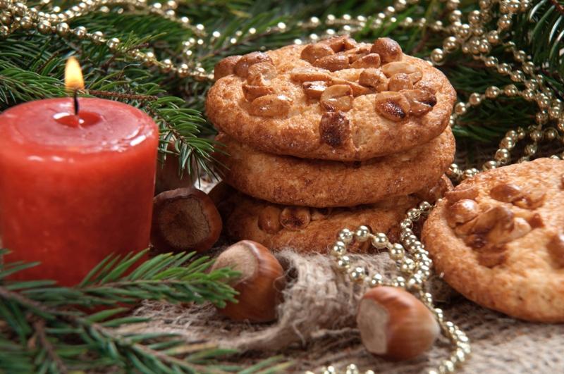 O amendoim pode ser um delicioso substituto para as tradicionais frutas secas de Natal. Que tal preparar um Cookie de Amendoim? / GB Imagem