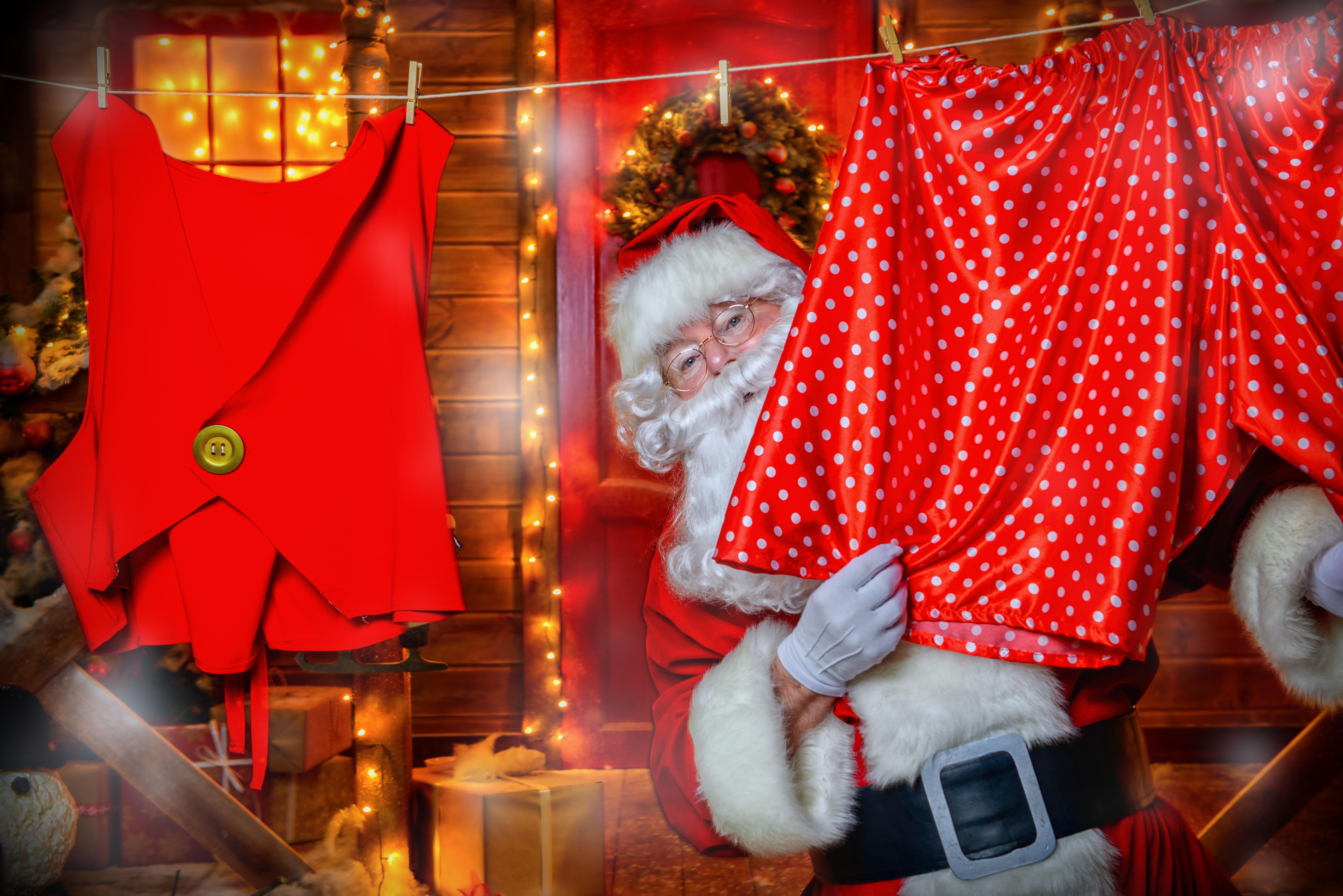 Segundo a lenda finlandesa, o Papai Noel, a sua mulher e uma equipe de gnomos vivem na Colina de Korvatunturi, na Lapônia Finlandesa. A casa do Bom Velhinho pode ser visitada a qualquer época do ano /