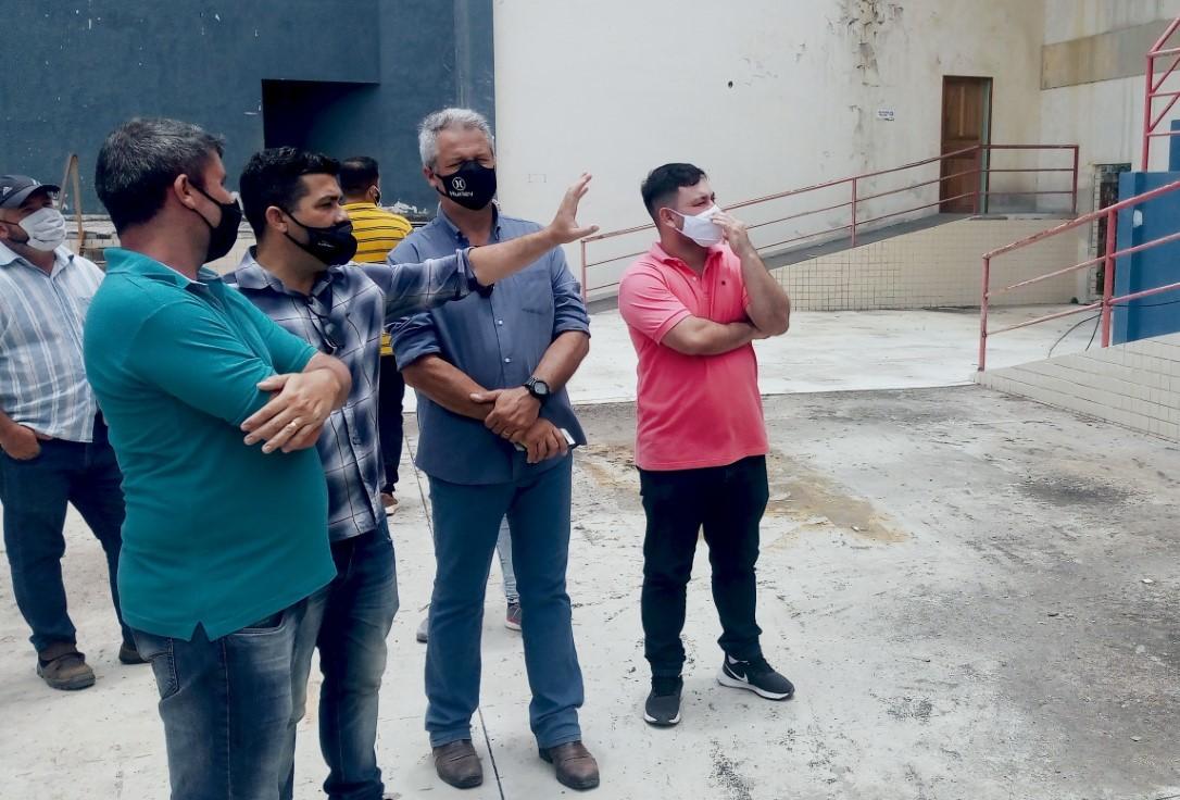 thumbnail_Visita técnica no Ginásio Poliesportivo de Barra de São João. Foto: José Eduardo Vieira
