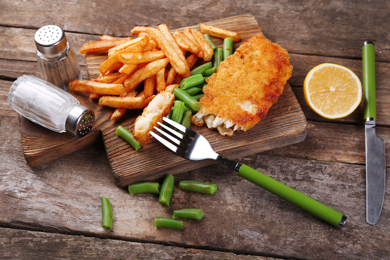 : O Filé de Peixe Empanado e Batatas Fritas é fácil de ser preparado e promete agradar na hora da refeição, ou do lanche / GB Imagem