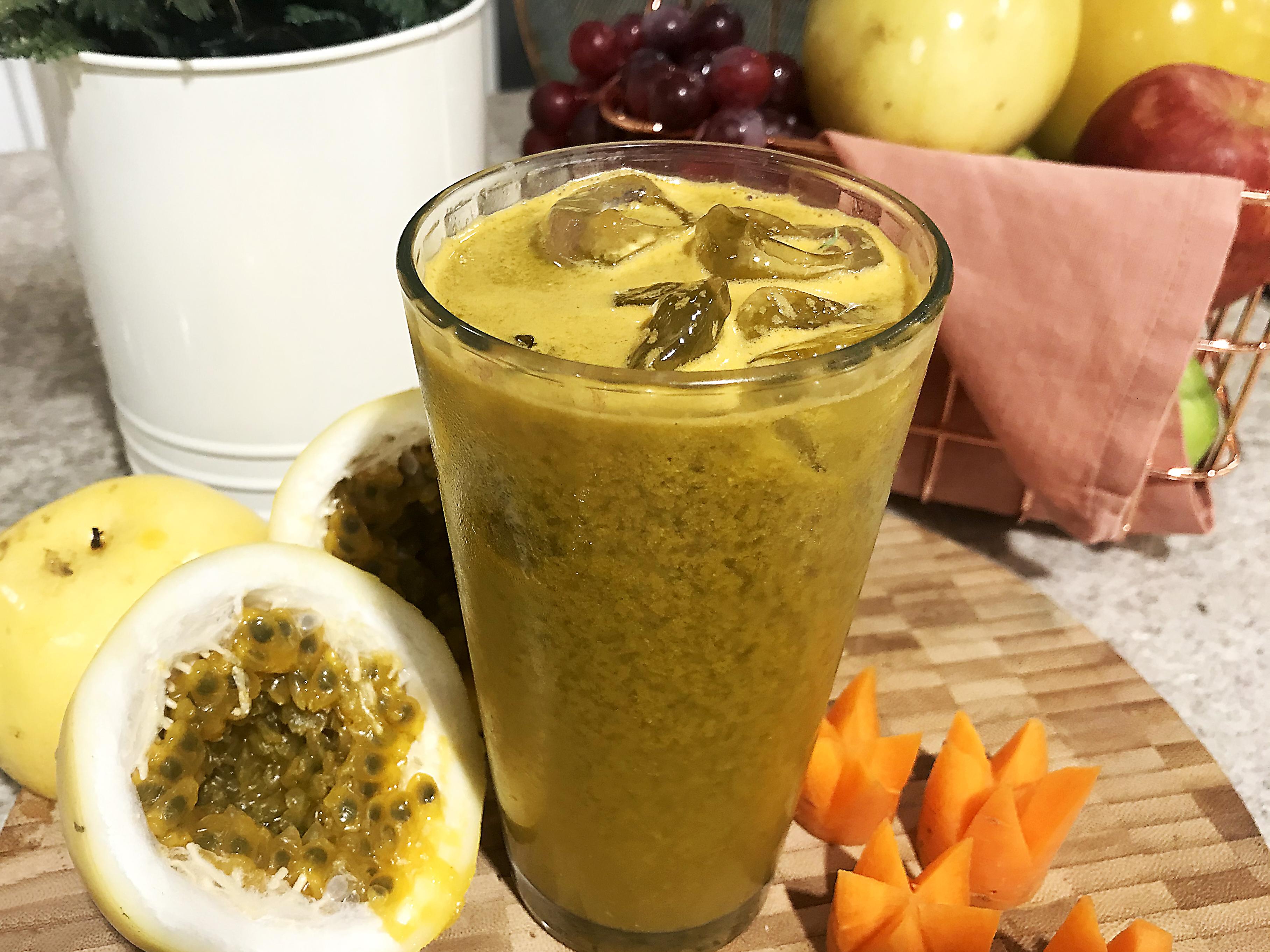 Delicioso, refrescante e nutritivo, o Suco Detox de Maracujá dá aquela energia logo de manhã / GB Edições
