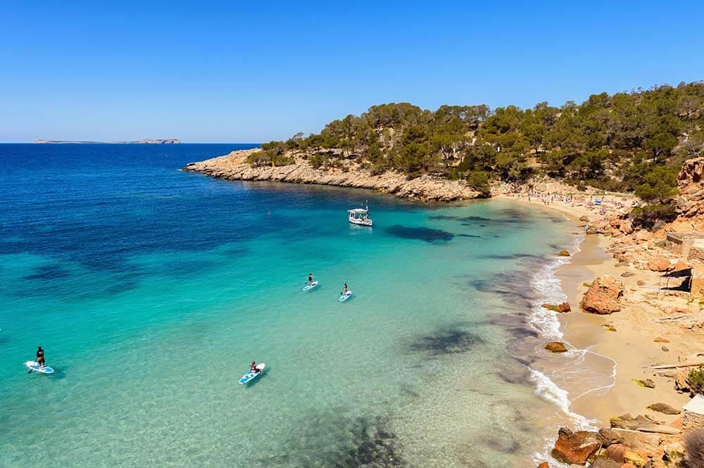 As praias em Ibiza são maravilhosas. Completamente limpas e preservadas, oferecem espetáculo inesquecível ao visitante / GB Imagem