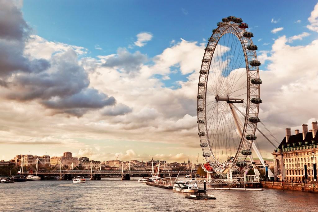A London Eye é a terceira maior roda gigante do mundo e uma das atrações mais disputadas de Londres / GB Imagem